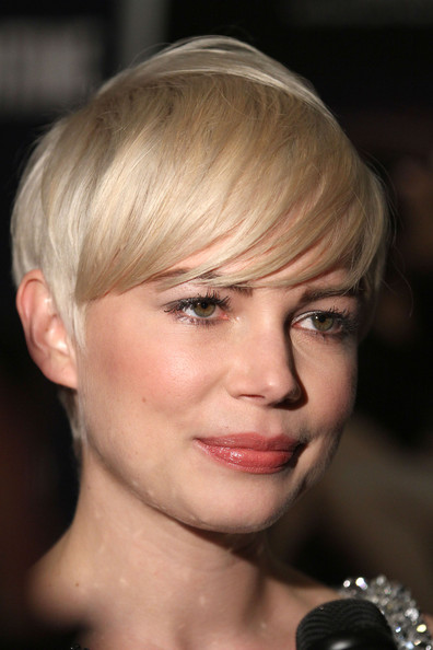 michelle williams short hair 2010. Her hair is