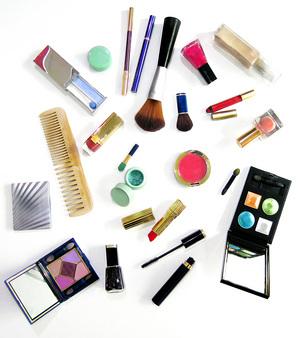 مطلوب مندوبات تسويق شاطرات لتاجرجمله ومفرق مقابل نسبه من الارباح makeup-swap.jpg